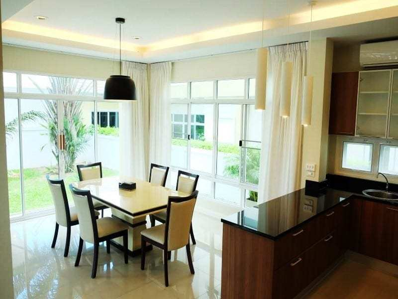 Modern townhouse Hua Hin for sale dining area