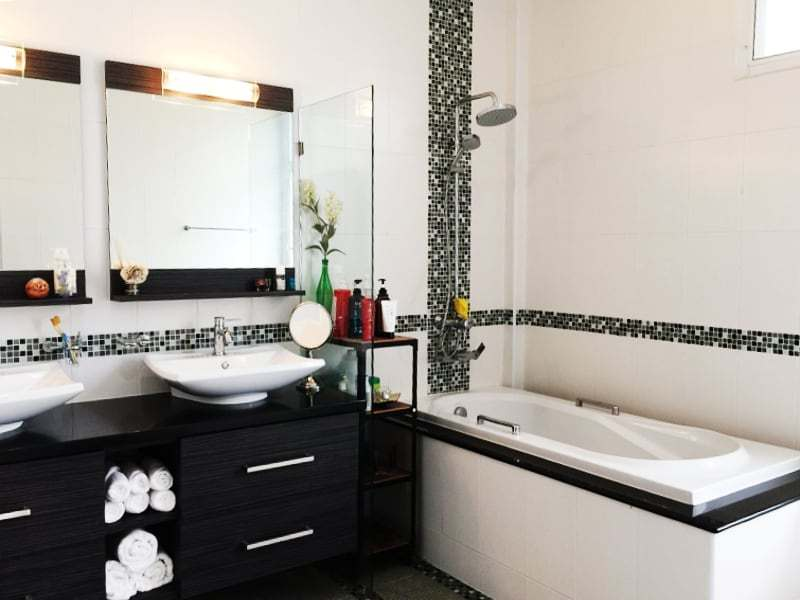 Hua Hin Avenue Gold villa for sale bath tub