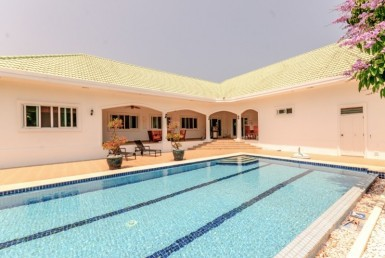 Huge villa for sale Stuart Park Hua Hin pool view