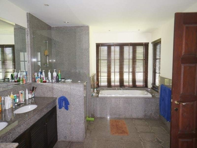 Villa for sale balinese style Hunsa Hua Hin bathroom