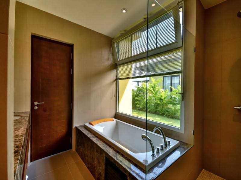 Sea view bungalow for sale Hua Hin bath tub