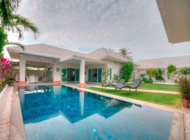 Stunning pool villa for sale Hua Hin centre pool view