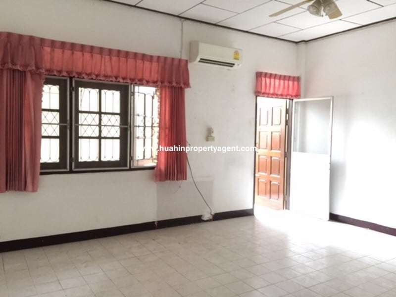 Townhouse fro sale Hua Hin City front room