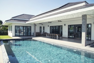 The Clouds Hua Hin villa for sale garden