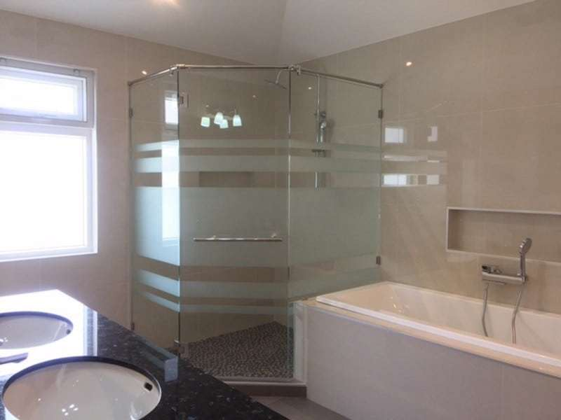 Orchid Palm Homes villa for sale bath tub