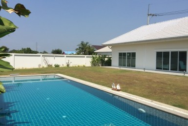 Spacious 4 bed home for sale Hua Hin pool