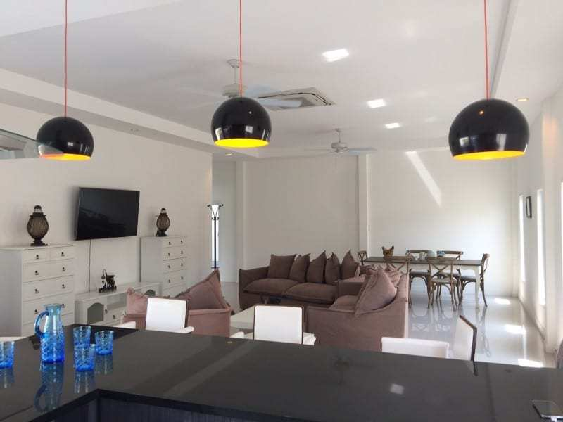 Spacious 4 bed home for sale Hua Hin breakfast bar