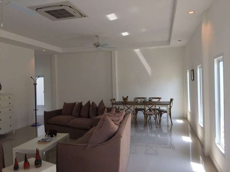 Spacious 4 bed home for sale Hua Hin dining