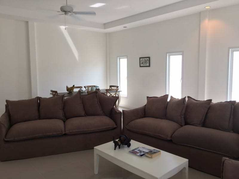 Spacious 4 bed home for sale Hua Hin lounge