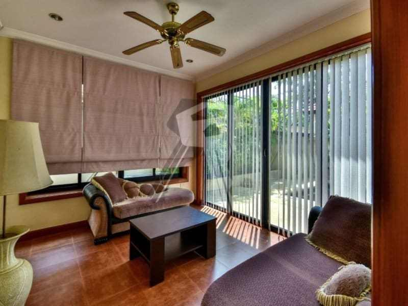 Hua Hin bungalow for sale lounge doors