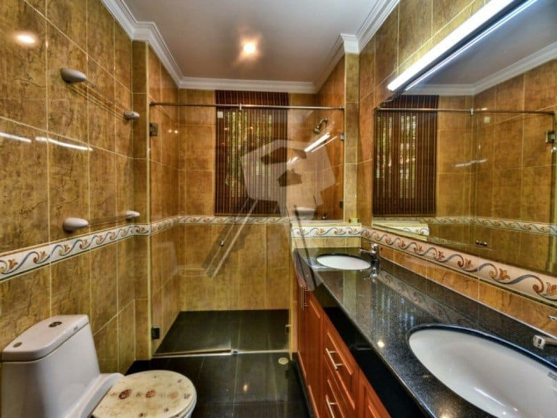Hua Hin bungalow for sale bathroom