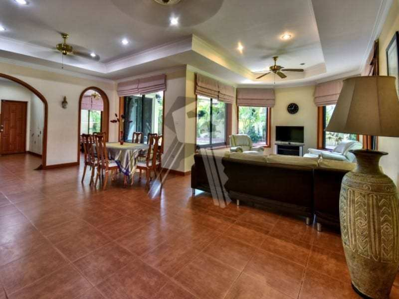 Hua Hin bungalow for sale living