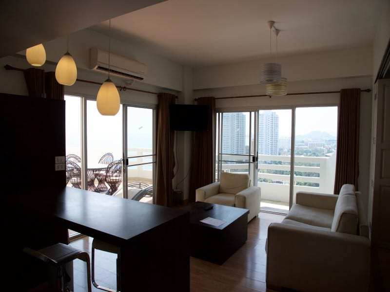 Spacious high floor sea view condo Hua Hin breakfast bar