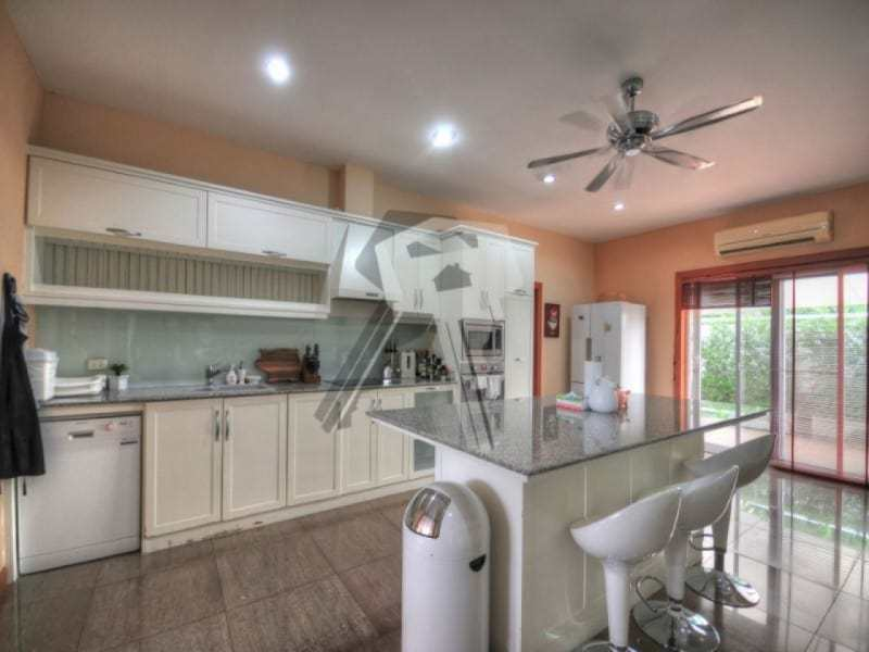 Large Hua Hin property for sale breakfast bar