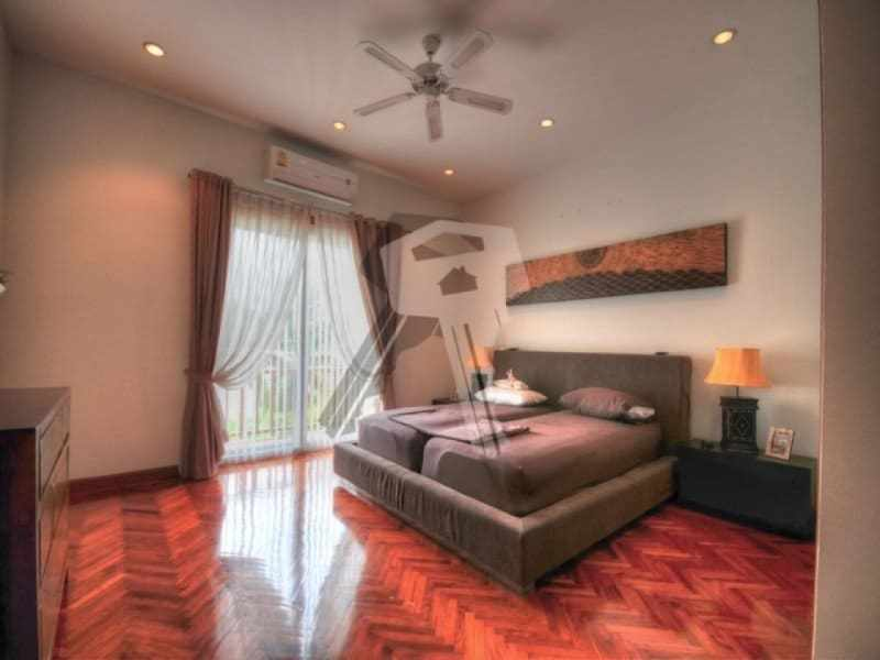 Large Hua Hin property for sale master bedroom