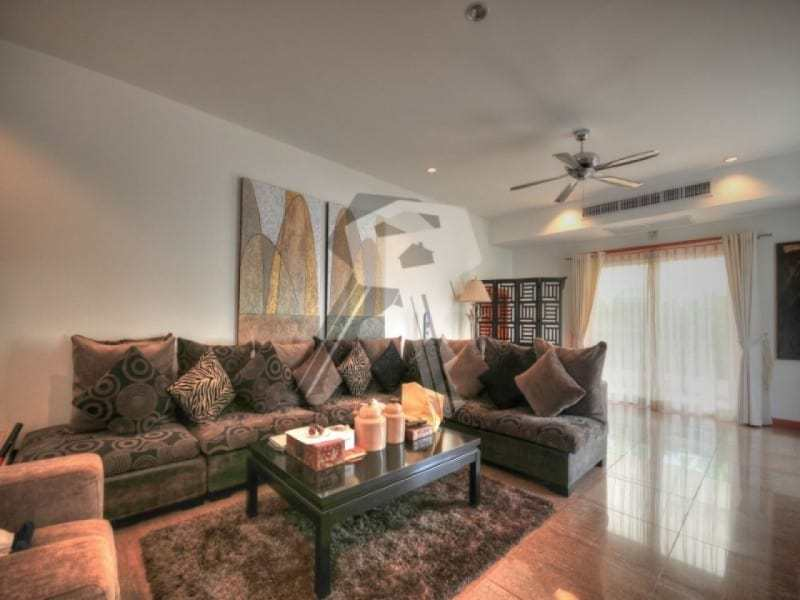 Large Hua Hin property for sale living room