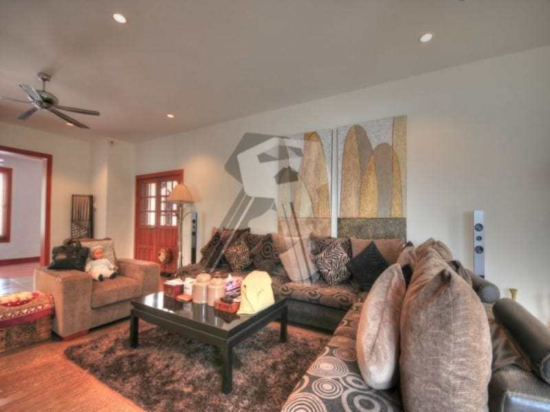 Large Hua Hin property for sale lounge