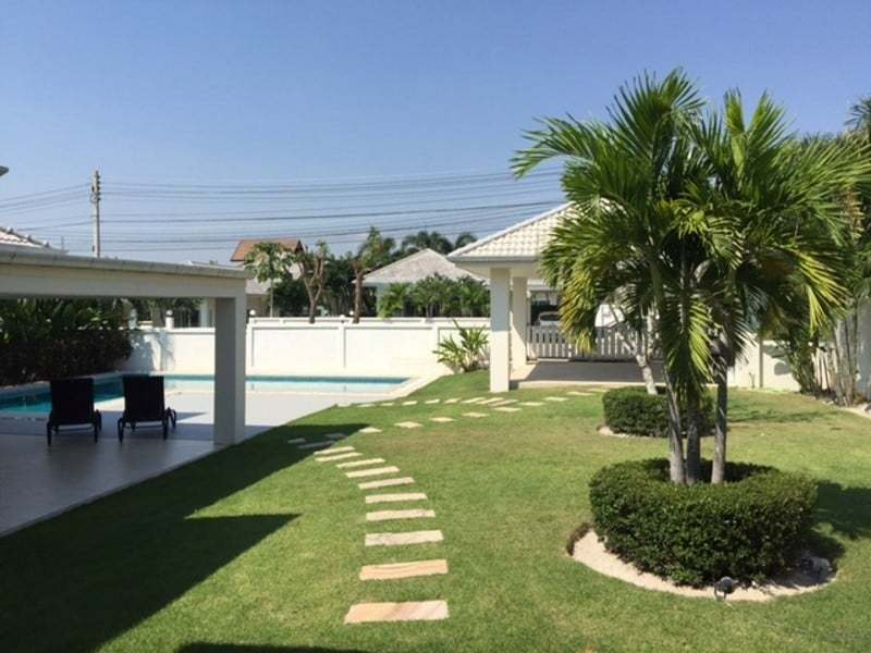 Beautiful villa for sale Hua Hin with pool car port