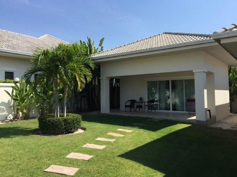Beautiful villa for sale Hua Hin with pool guest house