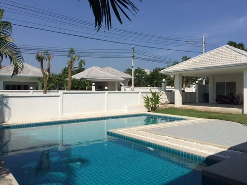 Beautiful villa for sale Hua Hin with pool side view