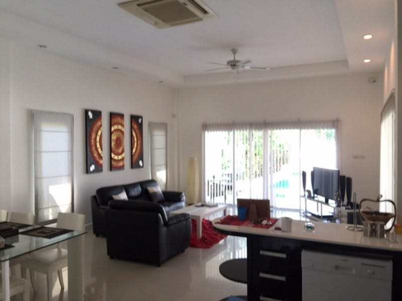 Beautiful villa for sale Hua Hin with pool living