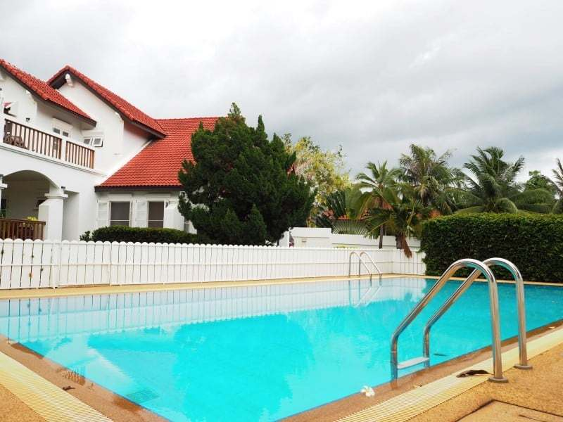 Property for sale Hua Hin on 2 levels communal pool