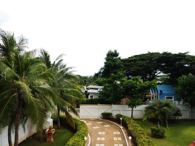 Property for sale Hua Hin on 2 levels drive way