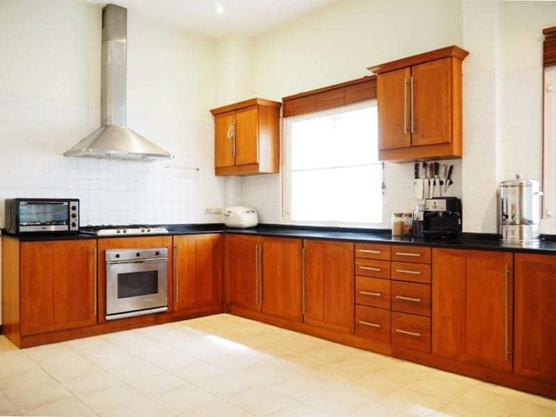 Property for sale Hua Hin on 2 levels fitted kitchen