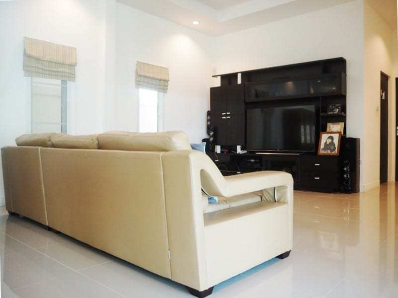 Four bedroom villa Hua hin for sale living