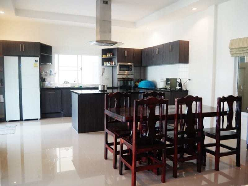 Four bedroom villa Hua hin for sale dining