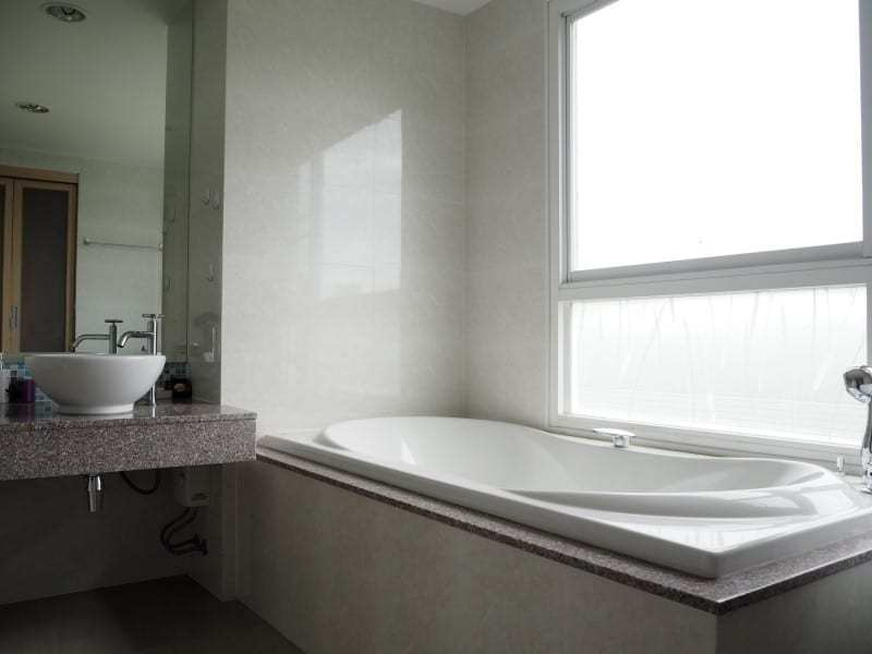 Well sized Hua Hin apartment for sale bath tub