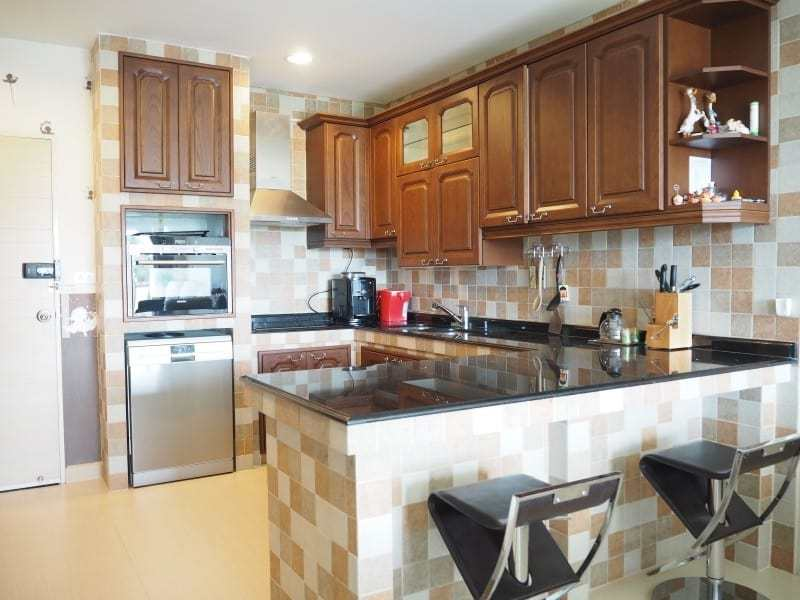 Well sized Hua Hin apartment for sale kitchen