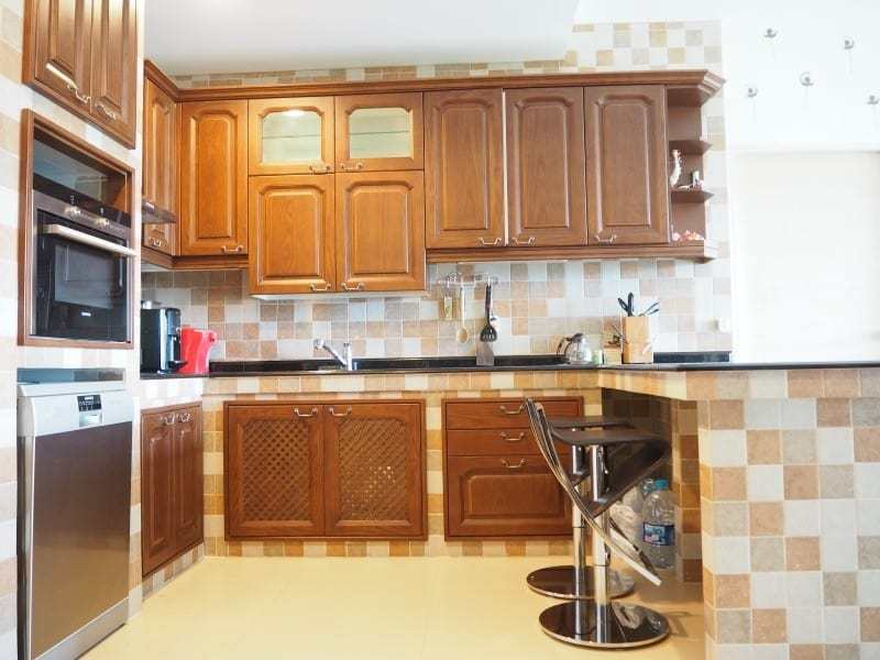 Well sized Hua Hin apartment for sale breakfast bar