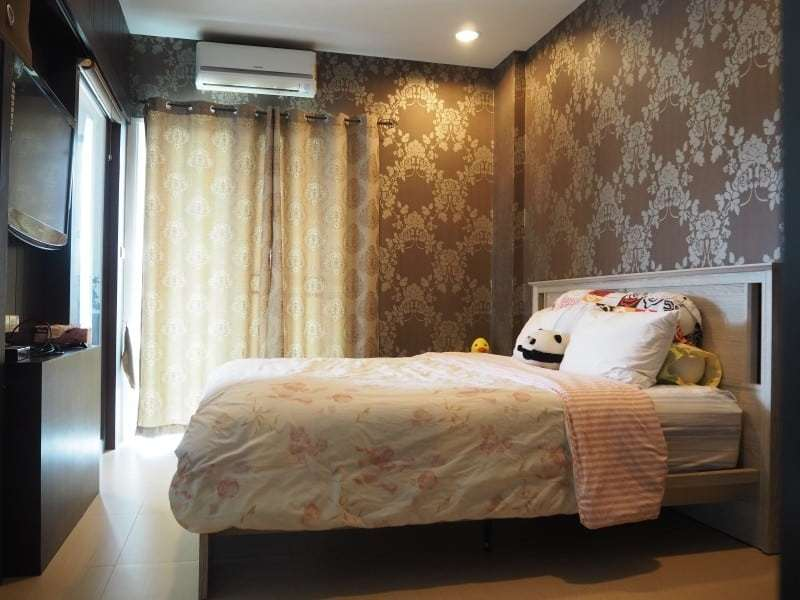 Well sized Hua Hin apartment for sale master bedroom