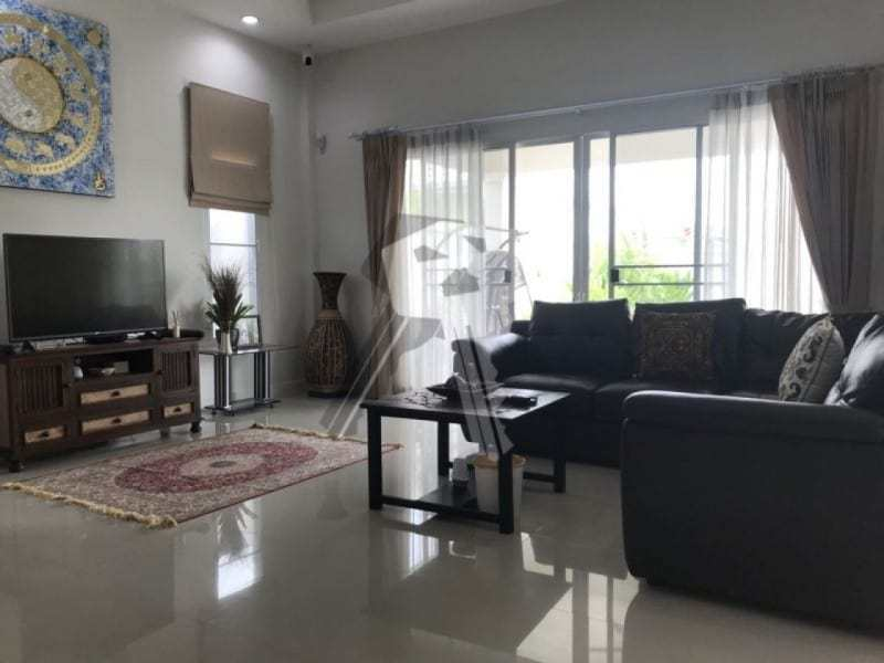 Freehold resale villa Hua Hin lounge