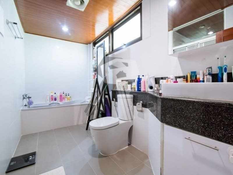 Hua Hin 2 story villa for sale bathroom
