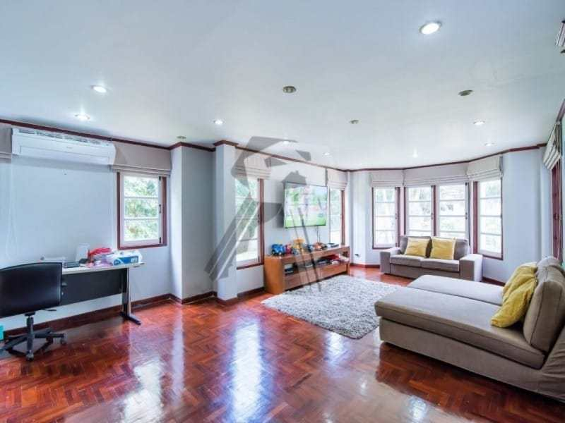 Hua Hin 2 story villa for sale lounge