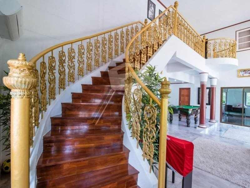 Hua Hin 2 story villa for sale stair case