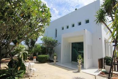 Hua Hin double storey house for sale entrance