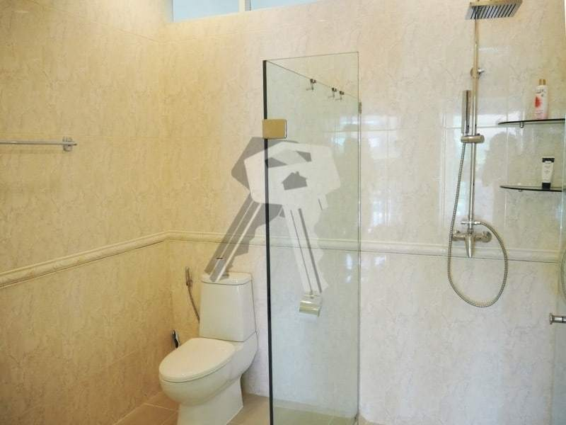Huge Orchid Palm Homes villa for sale shower