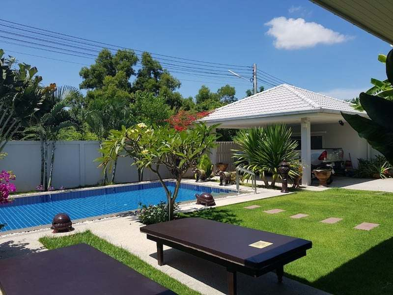 Avenue Gold 4 bed villa for sale - pool