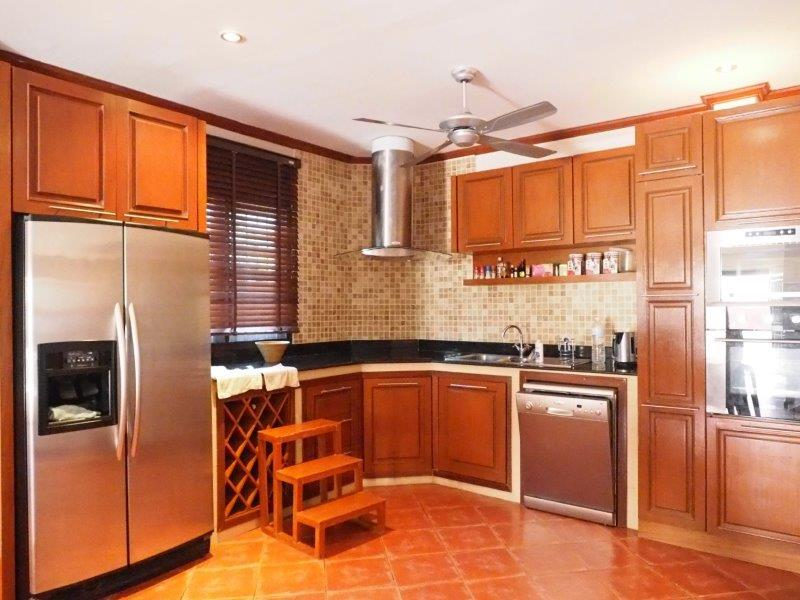 Baan Silvia House in the city center for sale - kitchen