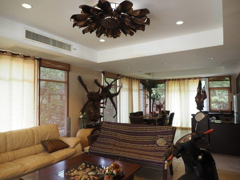 Beautiful 2 bed house for sale - living area