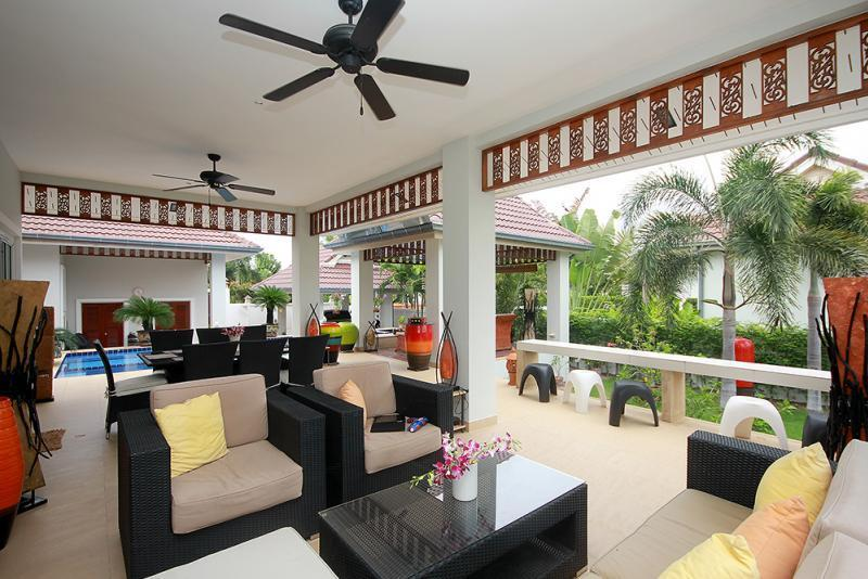 Spacious villa for sale Smart House - covered terrace