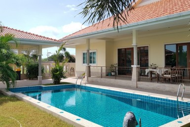 Stunning villa for sale Hua Hin Soi 94 - pool
