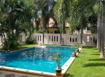 Huge villa for sale Hua Hin center - garden