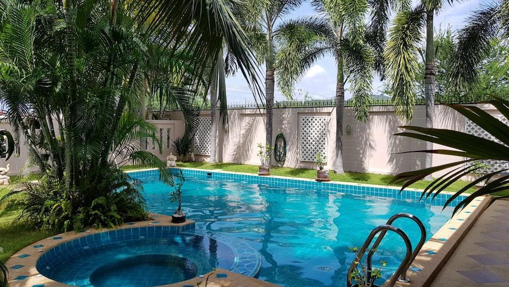 Huge villa for sale Hua Hin center - pool