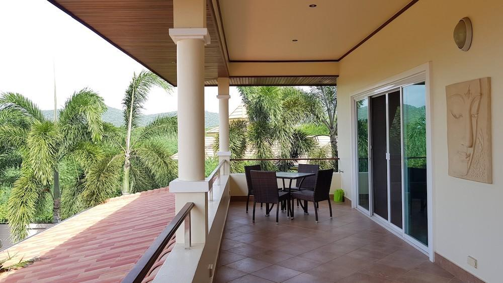 Huge villa for sale Hua Hin center - balcony
