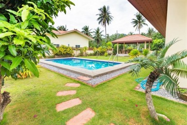 Dolphin Bay villa for sale - pool