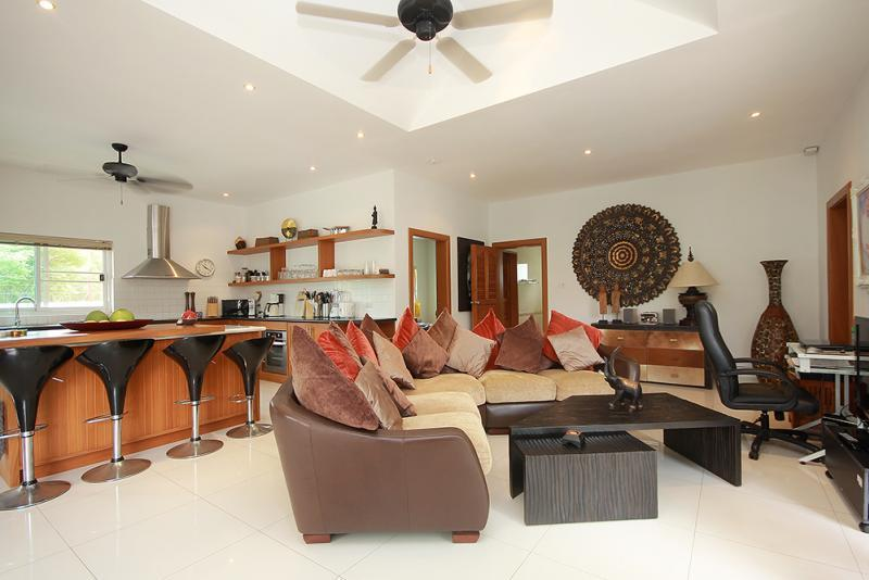 Spacious villa for sale Smart House - living room